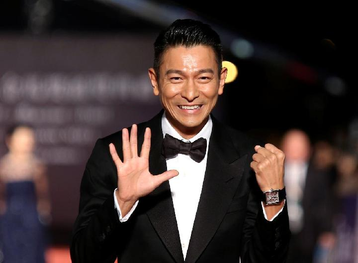 Aktor Hong Kong Andy Lau berpose untuk fotografer di karpet merah pada Penghargaan 50th Golden Horse Film Awards ke-50 di Taipei 23 November 2013. [REUTERS / Patrick Lin / File Photo]