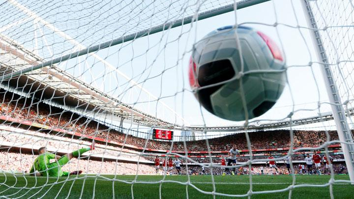 Tottenham Hotspur's Harry Kane scores their second goal from the penalty spot during match Premier League between Arsenal vs Tottenham Hotspur at Emirates Stadium, London, September 1, 2019. REUTERS/David Klein