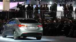 Hyundai Elantra ditampilkan kepada media di Chicago Auto Show, Chicago, AS, Rabu (8/2). AP/Daily Herald, Mark Welsh